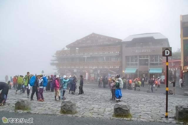 以前、富士山に登った時の五合目。この日も曇りだった