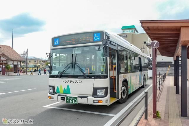 7番乗り場から出発する富士山五合目行きの路線バス