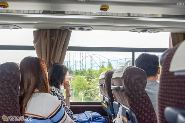 窓の外に見えてきたFUJIYAMAに乗客の視線も集中