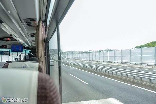 東名高速を西へ向かう