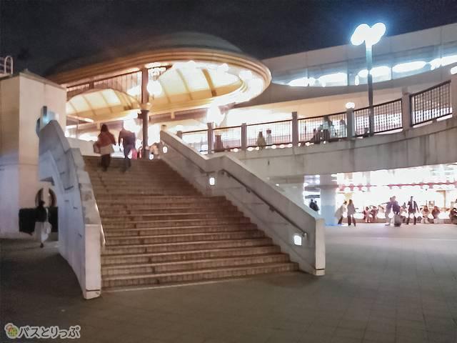 また、ディズニーリゾートラインやイクスピアリからは舞浜駅南口に向かってすぐの階段を下ります