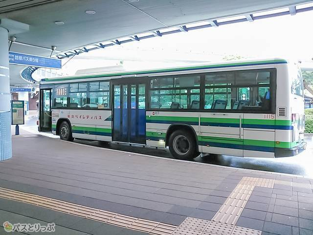 バスに乗り、早朝の舞浜駅に到着