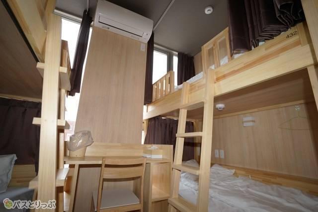 「奈良の森ホテル」左右にベッドを配した4人部屋