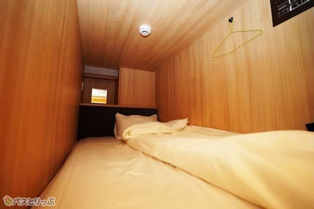 「奈良の森ホテル」ドミトリー「寝室内」