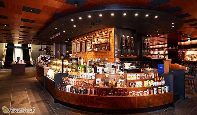 スターバックスコーヒーも朝7時からの営業(梅田蔦屋書店)