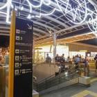 さいたま新都心駅の東口からコクーン側へ。2F歩道から階段を降りるとすぐ
