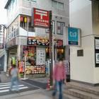 目印の上野駅郵便局への案内板