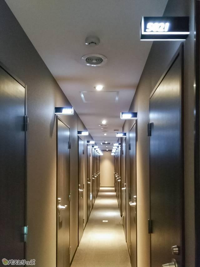 3Fフロア全部と、4Fと5Fの左側エリアは鍵付き完全個室