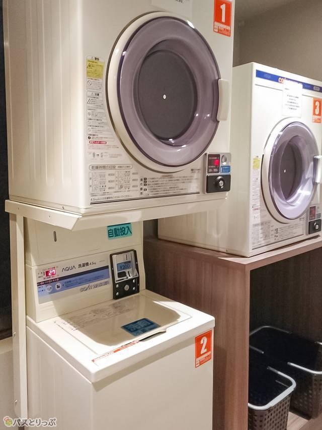 洗濯機1台、乾燥機2台