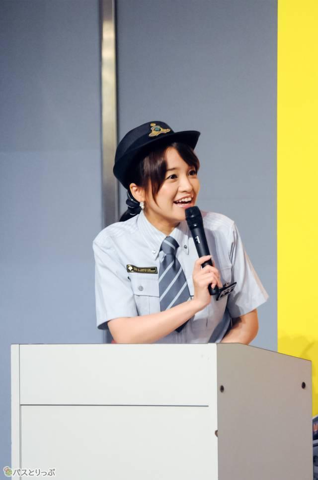 ステージイベントMC・久野知美さんは、バスのほか鉄道にも詳しく、鉄道・バス関係のテレビにも多数出演