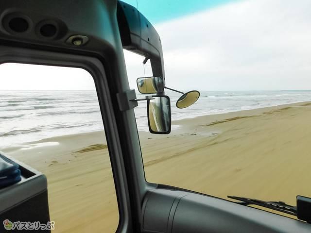 海がこの距離。景色を見やすい座席も選び放題!