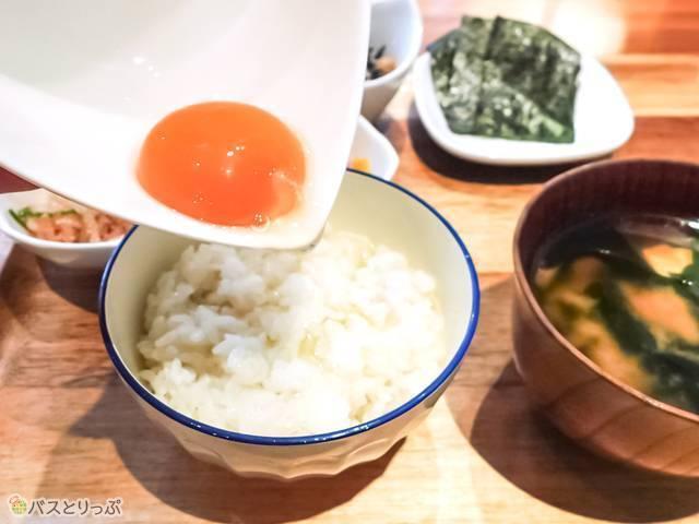 【おすすめの食べ方】白身をご飯に混ぜてから、黄身を投入…黄身の弾力がすごい!