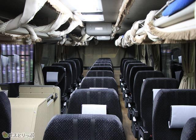 夜行バスと同じ3列独立シートを採用する西日本鉄道「ごかせ号」の車内