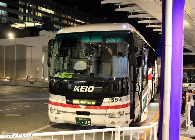 バスタ新宿で発車を待つ京王バス東「プリンセスロード」