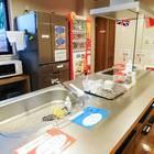 本格的なキッチンスペース。冷蔵庫や電子レンジだけの利用も自由