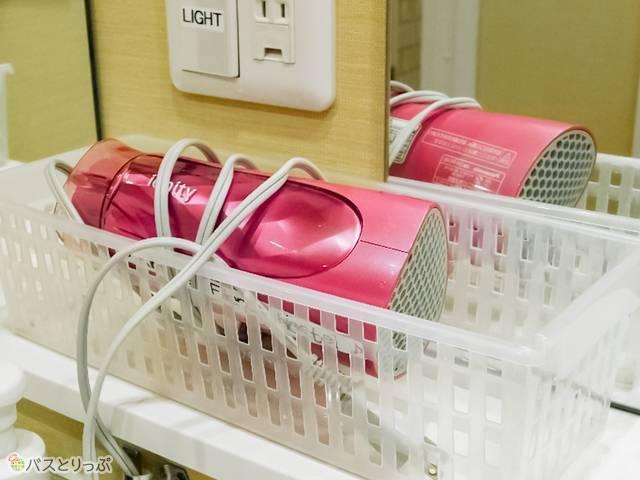 洗面台ごとにドライヤーがスタンバイ