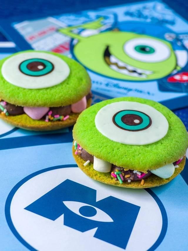 映画『モンスターズ・インク』シリーズをイメージしたクッキーサンド(チョコガナッシュ) 1個 400円(c)Disney