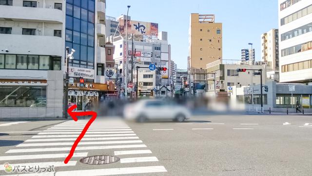 横断歩道を渡り左折