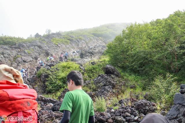 七合目の岩場登山道