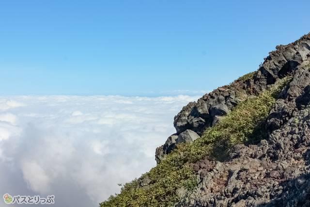 岩場と雲海