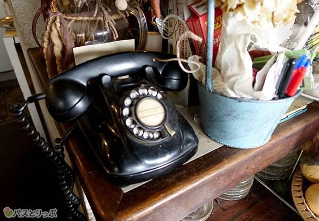 直木賞受賞の報を受けた黒電話は今も使われている(金沢グルメを堪能 行列の「メロンパンアイス」と近江町市場の美味しい「回転寿司」)