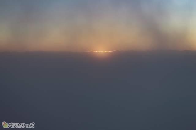 雲がかった朝焼け