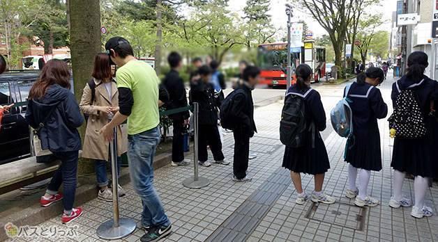 平日でも行列の人気店(金沢グルメを堪能 行列の「メロンパンアイス」と近江町市場の美味しい「回転寿司」)