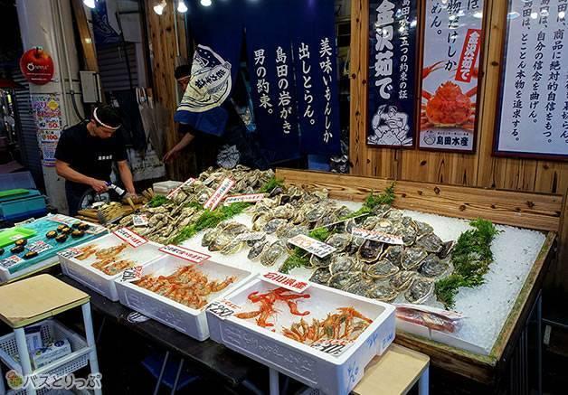 北陸の海の幸がいっぱい(金沢グルメを堪能 行列の「メロンパンアイス」と近江町市場の美味しい「回転寿司」)