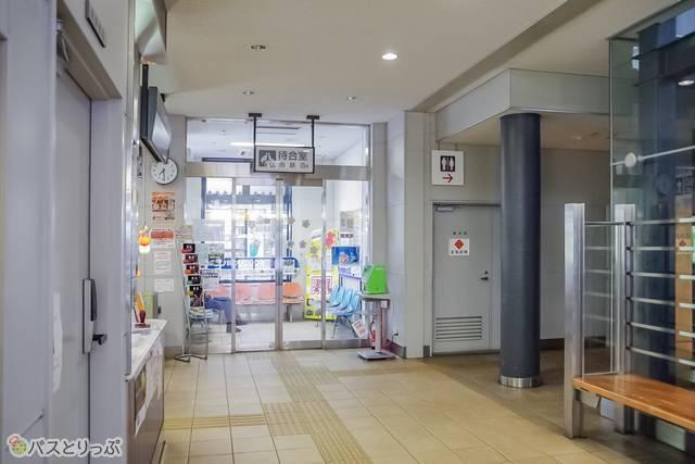 弘南鉄道の待合室