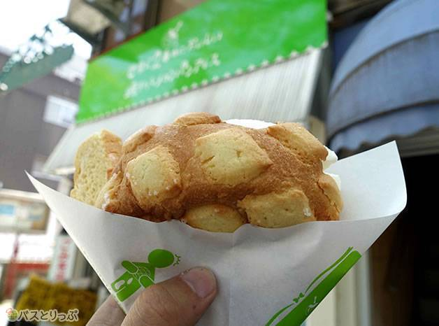 これがメロンパンアイス!(金沢グルメを堪能 行列の「メロンパンアイス」と近江町市場の美味しい「回転寿司」)