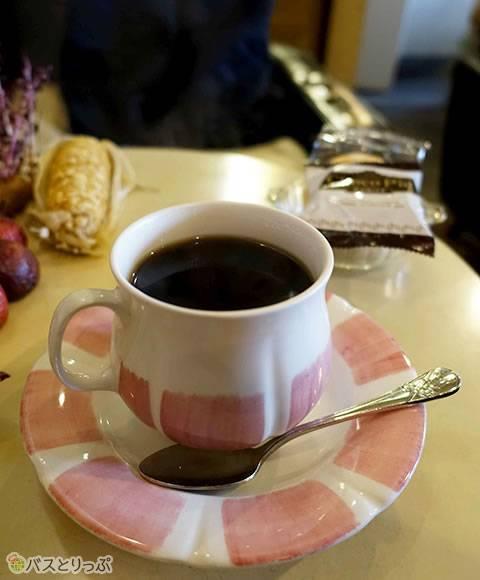 大きなカップのコーヒー(金沢グルメを堪能 行列の「メロンパンアイス」と近江町市場の美味しい「回転寿司」)