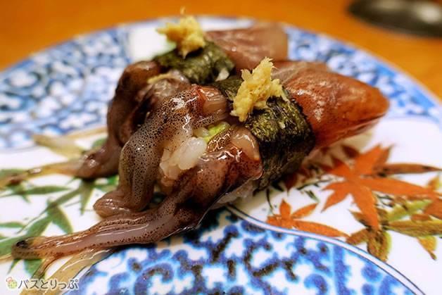 北陸ならではの「生ホタルイカ」(金沢グルメを堪能 行列の「メロンパンアイス」と近江町市場の美味しい「回転寿司」)