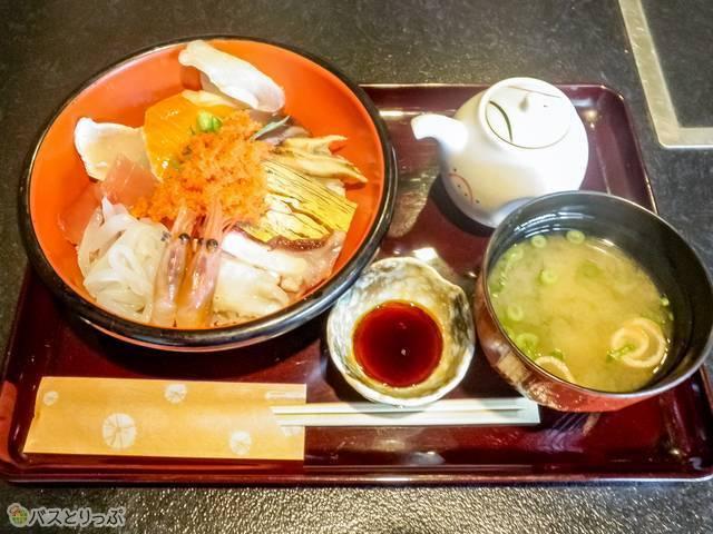 大衆割烹「千成」のランチ限定海鮮丼