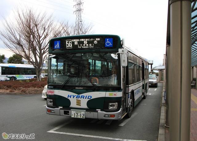 松阪中央病院で発車を待つ三重交通「松阪熊野線」