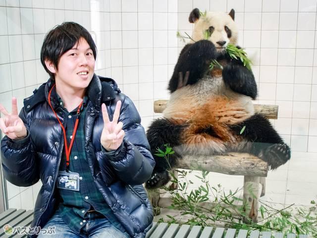 ガラス越しにパンダと2ショットを撮ってツアーは終了(西武観光バス「白浜ぱんだぱす」旅行記)