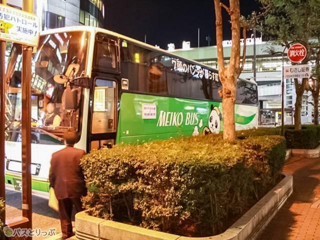 夜8時、大宮駅西口から夜行バスに乗車しました(西武観光バス「白浜ぱんだぱす」旅行記)