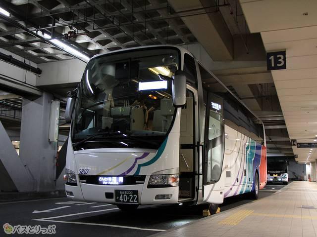 名鉄バスセンターにて待機中の名鉄バス「どんたく号」