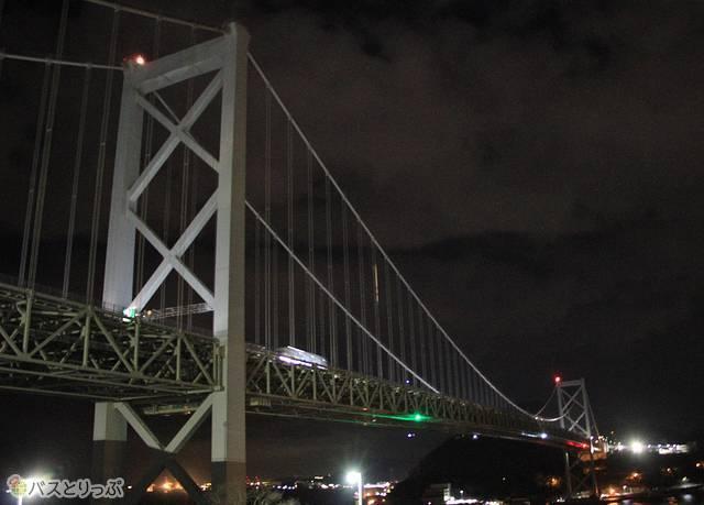 目の前には関門橋が