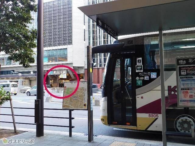 JR「天王寺」駅東出口からは、道路を挟んですぐ