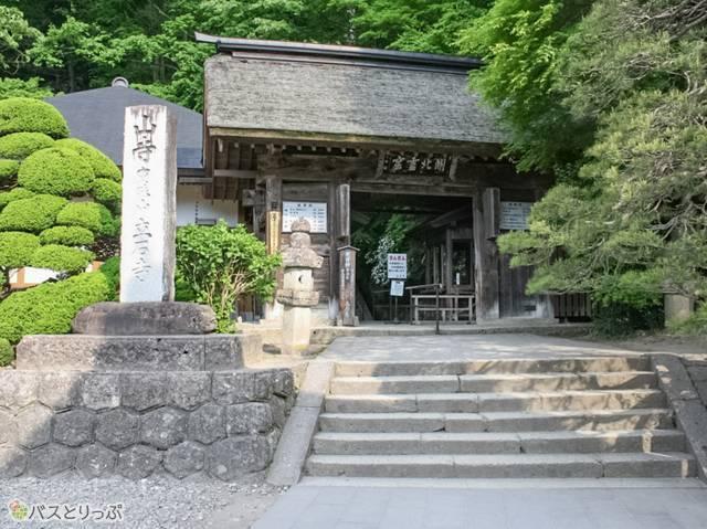 山門(山形の山寺へ)