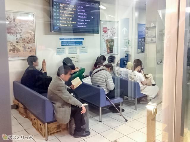 待合室もあります(夜行バスで東京から山形へ)