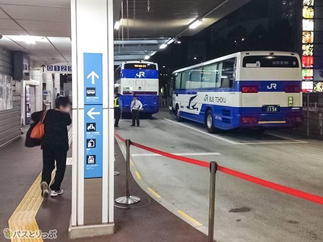 新宿駅新南口にあるバスターミナルから出発(夜行バスで東京から山形へ)