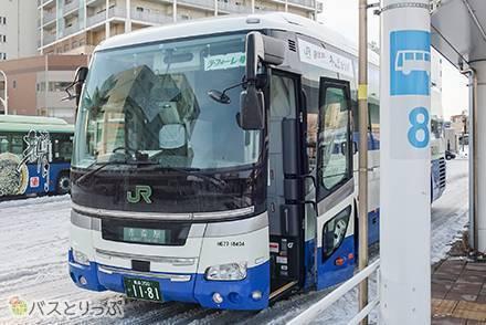 プライベート感抜群! JRバス東北の3列独立シート&カーテン付き夜行バス「ラ・フォーレ号」乗車記【東京駅→青森駅】
