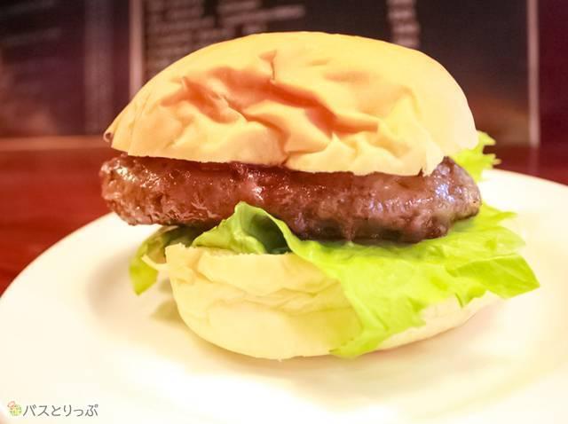 和牛100%にこだわった「ほそやのハンバーガー」(350円)(仙台駅周辺ツウなスポット4つ)