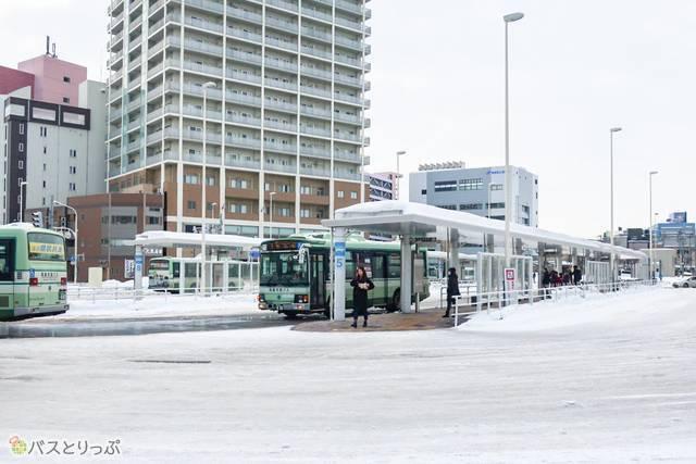 青森駅東口前にあるバスターミナル