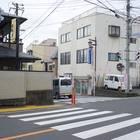5)真っすぐ歩いてくると県道の「松田駅入口」交差点にぶつかる。横断歩道を渡った方向にさらに真っすぐ