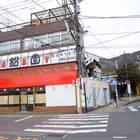 2)「焼肉 大松園」の右を通り抜ける
