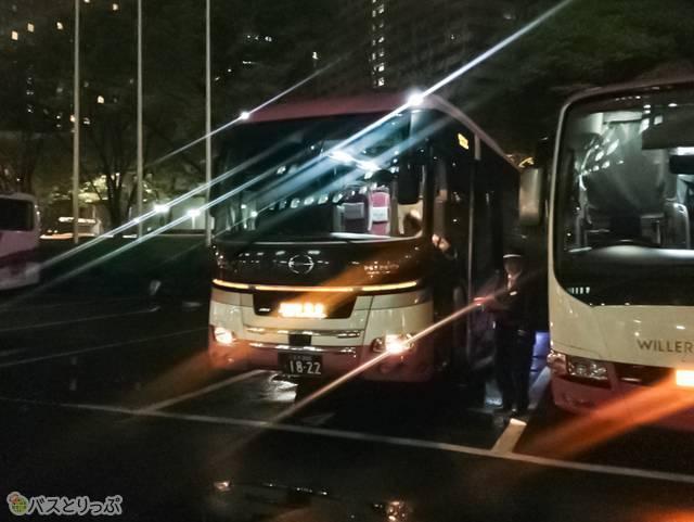 午前0時にバスは出発(朝から牛タン)