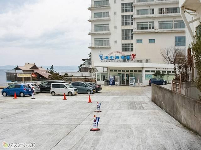 ホテルシーモアの1階が受付になっていました(白浜海中展望塔・三段壁)