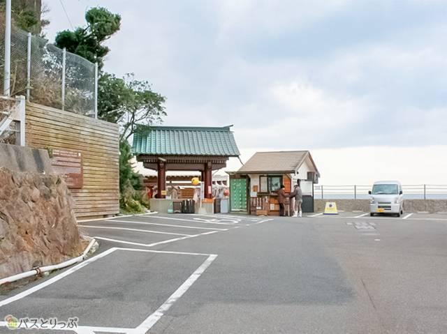 「崎の湯」の駐車場、入口(南紀白浜「崎の湯」に行って来た)